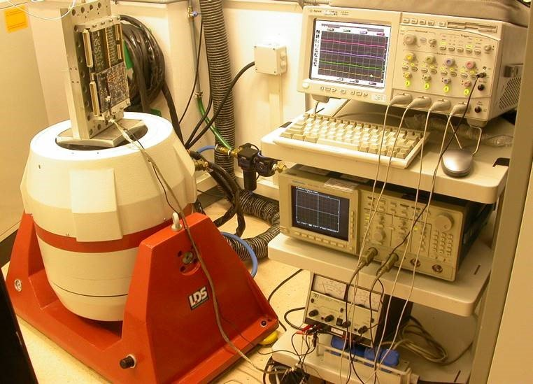 ensayos de vibración componentes electrónicos